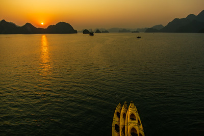 Sunrise over Ha Long Bay (Gulf of Tonkin, Vietnam 2009)