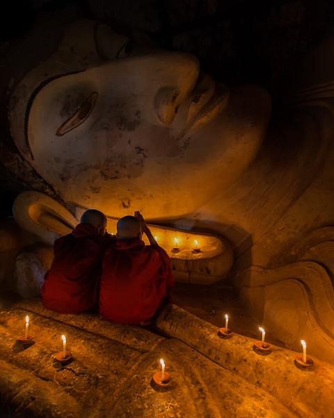 Spiritual Moments at the Shinbinthalyaung reclining Buddha (Bagan, Myanmar 2013)