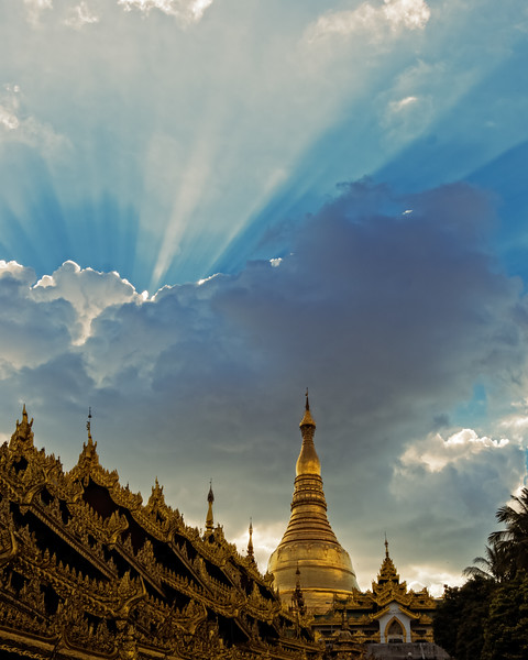 Sunset over the Shwedagon Pagoda (Yangon, Myanmar 2013)