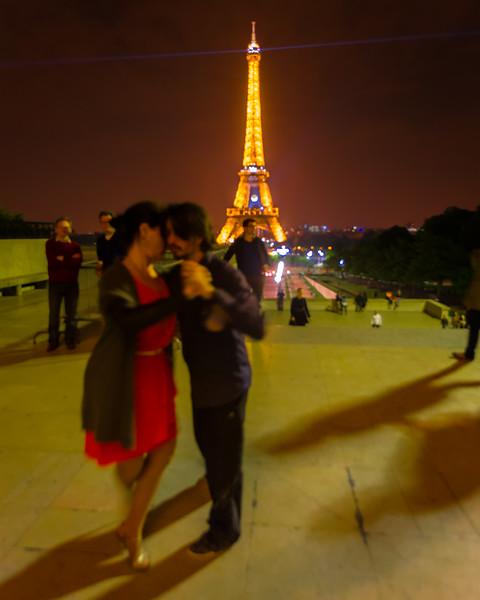 Tango on the steps of the Trocadéro (Paris, France 2014)