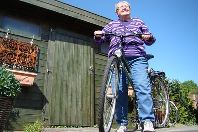 Foto of a female on a fiets by Norma H.