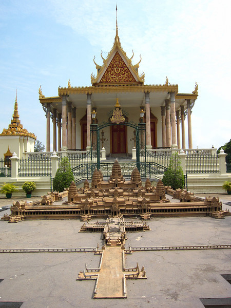 """Another model of <a href=""""http://en.wikipedia.org/wiki/Angkor_wat"""">Angkor Wat</a>, similar to the one in Bangkok."""