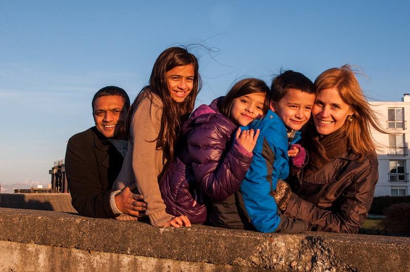 2014.11.30 - Christina, Sanjaya and the kids at Mukilteo Lighthouse