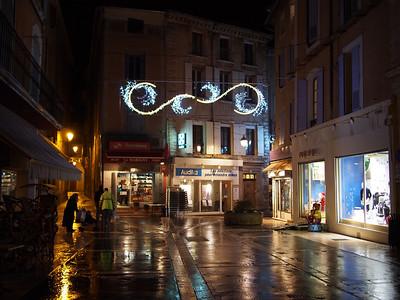 Christmas lights, Apt
