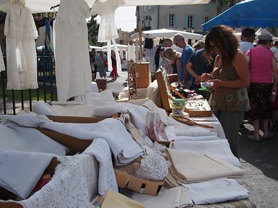 Fête de la transhumance à Saint-Rémy-de-Provence. Antique linen for sale.
