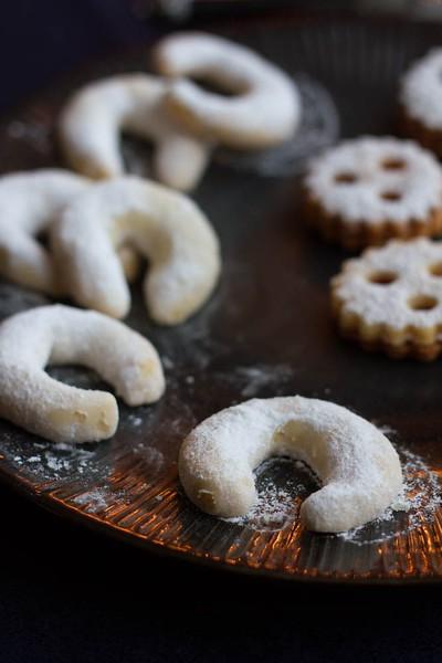 (c)http://www.icing-sugar.net/2013/12/08/austrian-christmas-bakery-vanillekipferl/