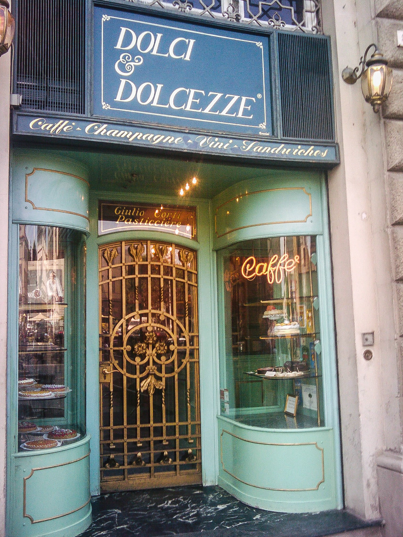 Want Italian sweets? Dolci e Dolcezze just one of the best restaurants in Florence for desserts and deserves a look!