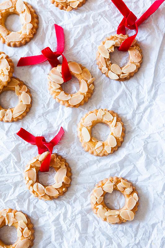 (c)http://www.afoxinthekitchen.com/dutch/kerstkransjes-christmas-wreaths/
