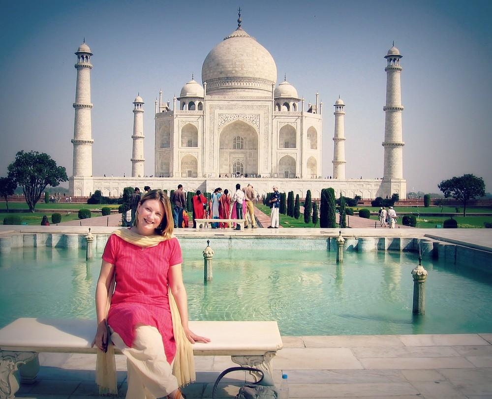 What to wear in India. Travel bloggers share tips share what women wear in India and how to dress while traveling India.
