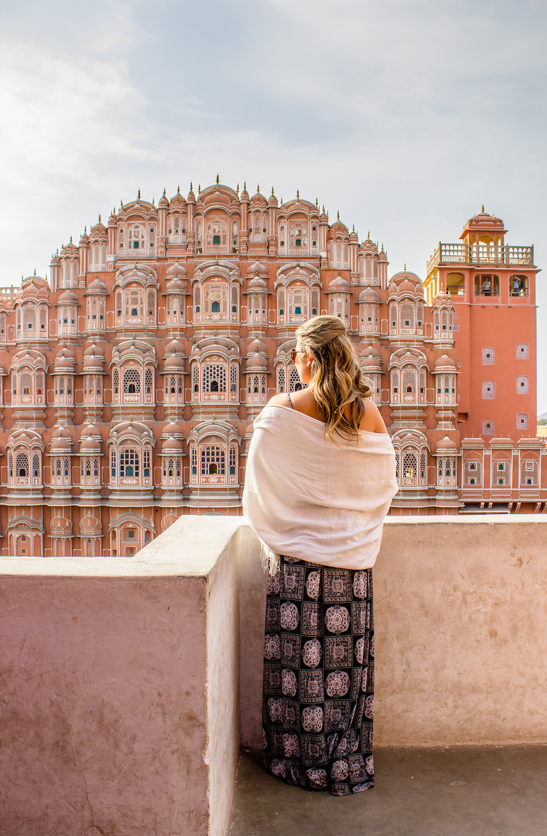 What to wear in India. Travel bloggers share what women wear in India and how to travel comfortably.