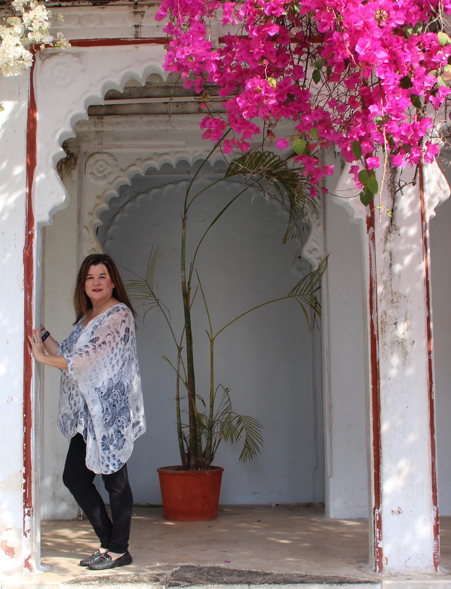 What to wear in India. Top travel bloggers share what women wear in India, how to travel comfortably without attracting too much attention.