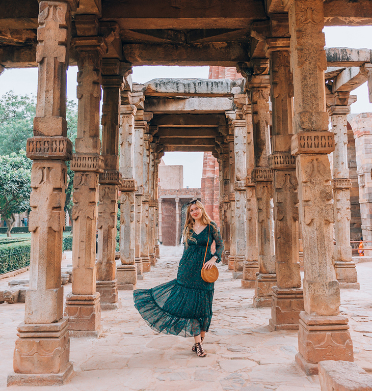 What to wear in India. Travel bloggers share what women wear in India and how to dress while traveling in India for comfort.