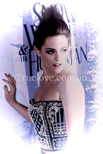 20.06.2012 Snow White  Actress Kristen Stewart plays with the cameras on the red carpet at the Australian premiere of 'Snow White and the Huntsman', Sydney 19th June, 2012 © Tess Peni  Nikon D200 86mm f/4.5 1/250 ISO 800 + SB 600 TTL