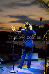 24.11.2012  Frankie Bennett performs at 'Sydney Swings' outdoor concert to a crowd picnicking on the lawns near the harbour, Lady Macquaries Chair, Sydney.  © Tess Peni