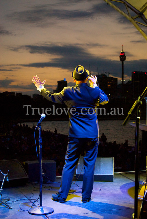 24.11.2012<br /> <br /> Frankie Bennett performs at 'Sydney Swings' outdoor concert to a crowd picnicking on the lawns near the harbour, Lady Macquaries Chair, Sydney.<br /> <br /> © Tess Peni