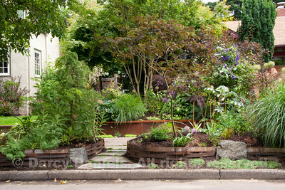 Raised Bed with Steel Weave in the home garden of Darcy Daniels. Garden Design: Darcy Daniels, Bloomtown Gardens. Landscape contractor: Pete Wilson Stoneworks.