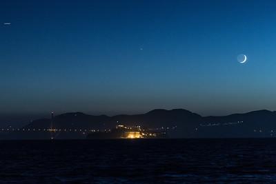 2014-06-29-moon-crescent-setting-san-francisco-bay-alcatraz-golden-gate-bridge-01