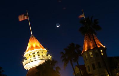 san-diego-coronado-ca-hotel-del-coronado-1500-orange-avenue-crescent-moon-twilight-towers