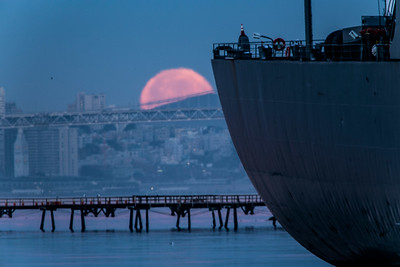 2014-01-16-moon-full-setting-alameda-naval-air-station-twilight-morning-san-francisco-uss-hornet-museum-ships-west-hornet-avenue-ferry-point-san-francisco-skyline-freighter-moon-set