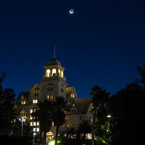 2013-10-31-moon-crescent-rise-berkeley-california-claremont-neighborhood-claremont-hills-claremont-hotel-resort-41-tunnel-road-cobolt-1-2