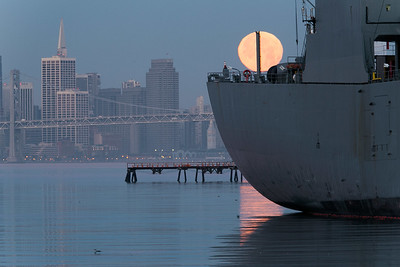 2014-01-16-moon-full-setting-alameda-naval-air-station-twilight-morning-san-francisco-ships-west-hornet-avenue-ferry-point-freighter-moon-san-francisco-skyline-1