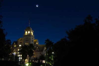 2013-10-31-moon-crescent-rise-berkeley-california-claremont-neighborhood-claremont-hills-claremont-hotel-resort-41-tunnel-road-cobolt-1