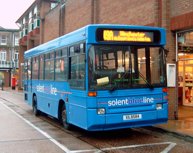 584 - XIL8584 - Eastleigh (bus station) - 24.10.04