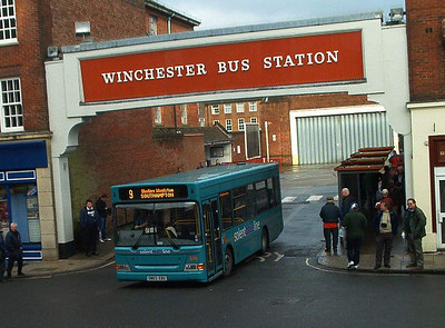 3305 - SN03EBX - Winchester (bus station) - 1.1.04