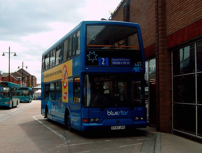 1747 - T747JPO - Eastleigh (bus station) - 16.4.05