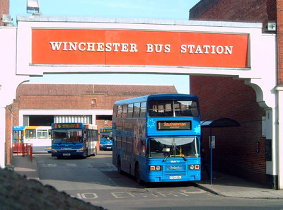 734 - H734DDL - Winchester (bus station) - 25.2.06