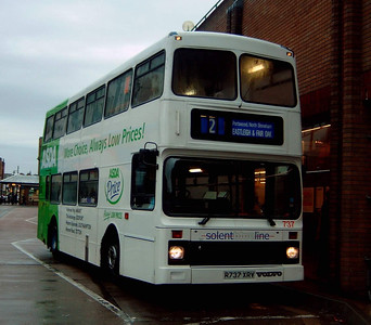 737 - R737XRV - Eastleigh (bus station) - 24.10.04