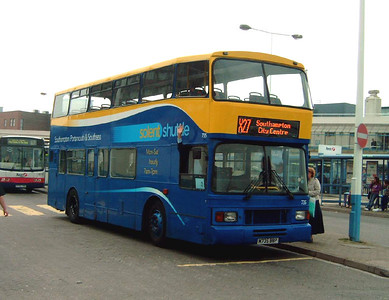 765 - M735BBP - Portsmouth (The Hard) - 13.5.06