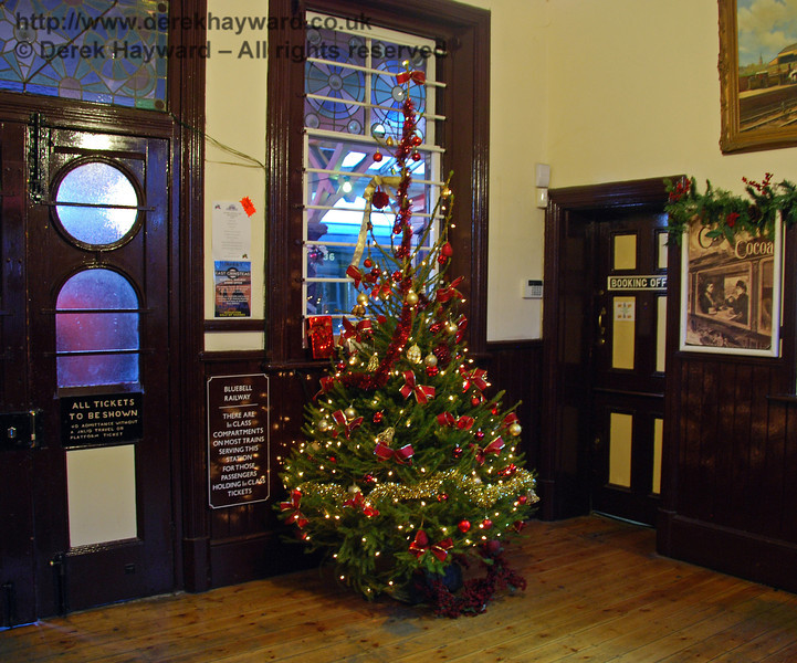 The Christmas tree in the booking hall at Sheffield Park. 06.12.2008