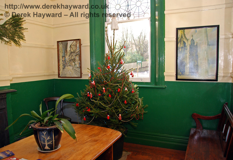 The waiting room at Kingscote. 06.12.2008