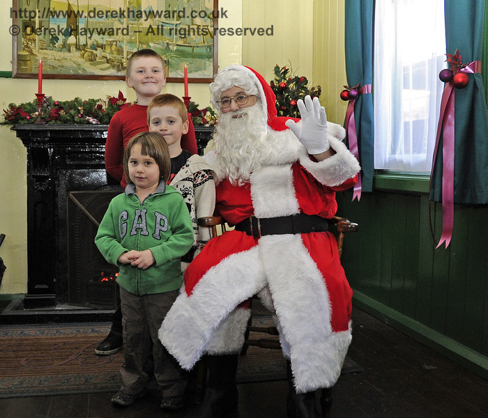 Father Christmas with some of the visitors. Horsted Keynes 22.12.2011  3368