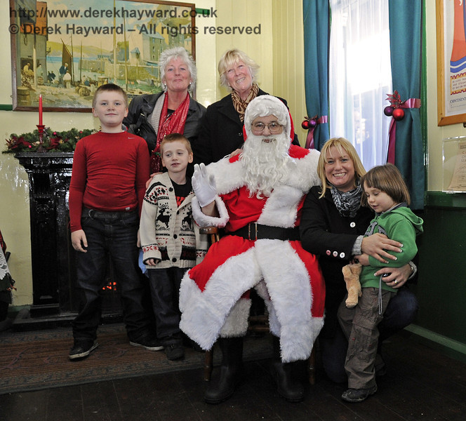Father Christmas with some of the visitors. Horsted Keynes 22.12.2011  3377
