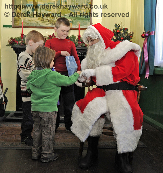 Father Christmas with some of the visitors. Horsted Keynes 22.12.2011  3371