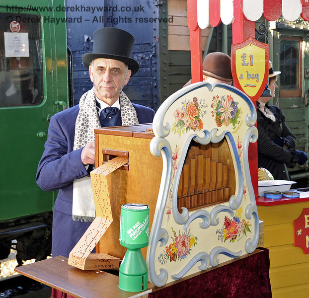 Victorian Christmas at Horsted Keynes.  22.12.2011  3356
