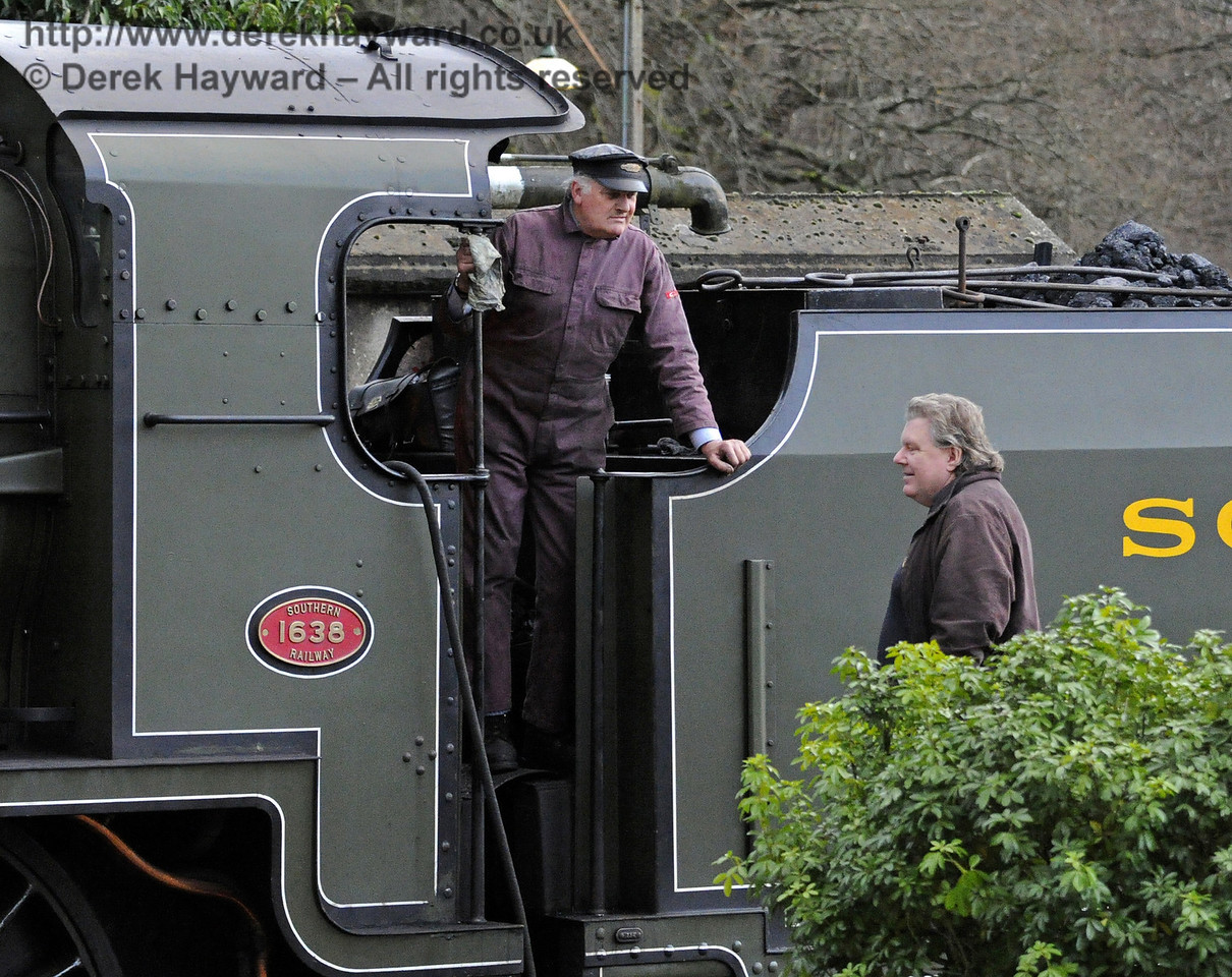Martin Lawrence in conversation with the crew of 1638 at  Horsted Keynes. 20.12.2013  8613