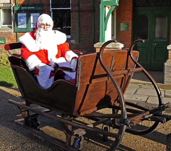 Christmas at the Bluebell Railway.  Kingscote 13.12.2014  10121