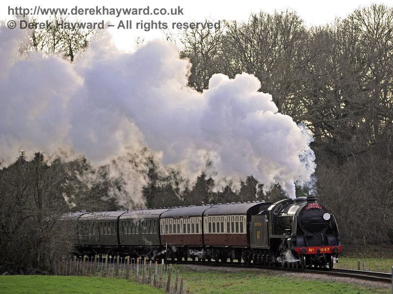 847 steams north from Three Arch Bridge with a Santa Special.  20.12.2014  10251