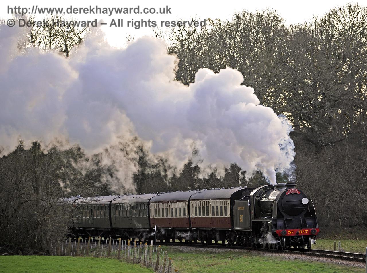 847 steams north from Three Arch Bridge with a Santa Special.  20.12.2014  10251
