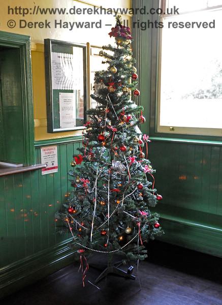 Christmas at the Bluebell Railway.  Kingscote 13.12.2014  11778