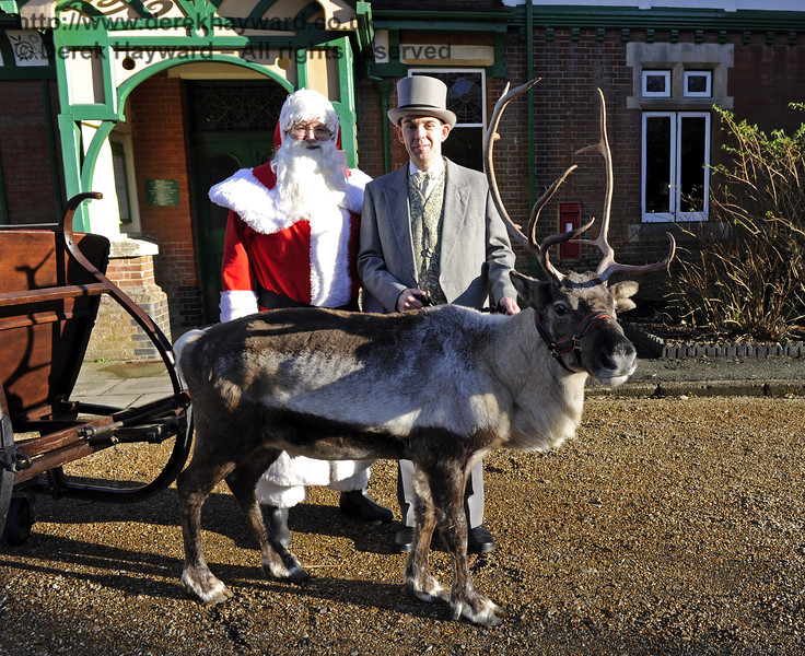 Christmas at the Bluebell Railway.  Kingscote 13.12.2014  10125