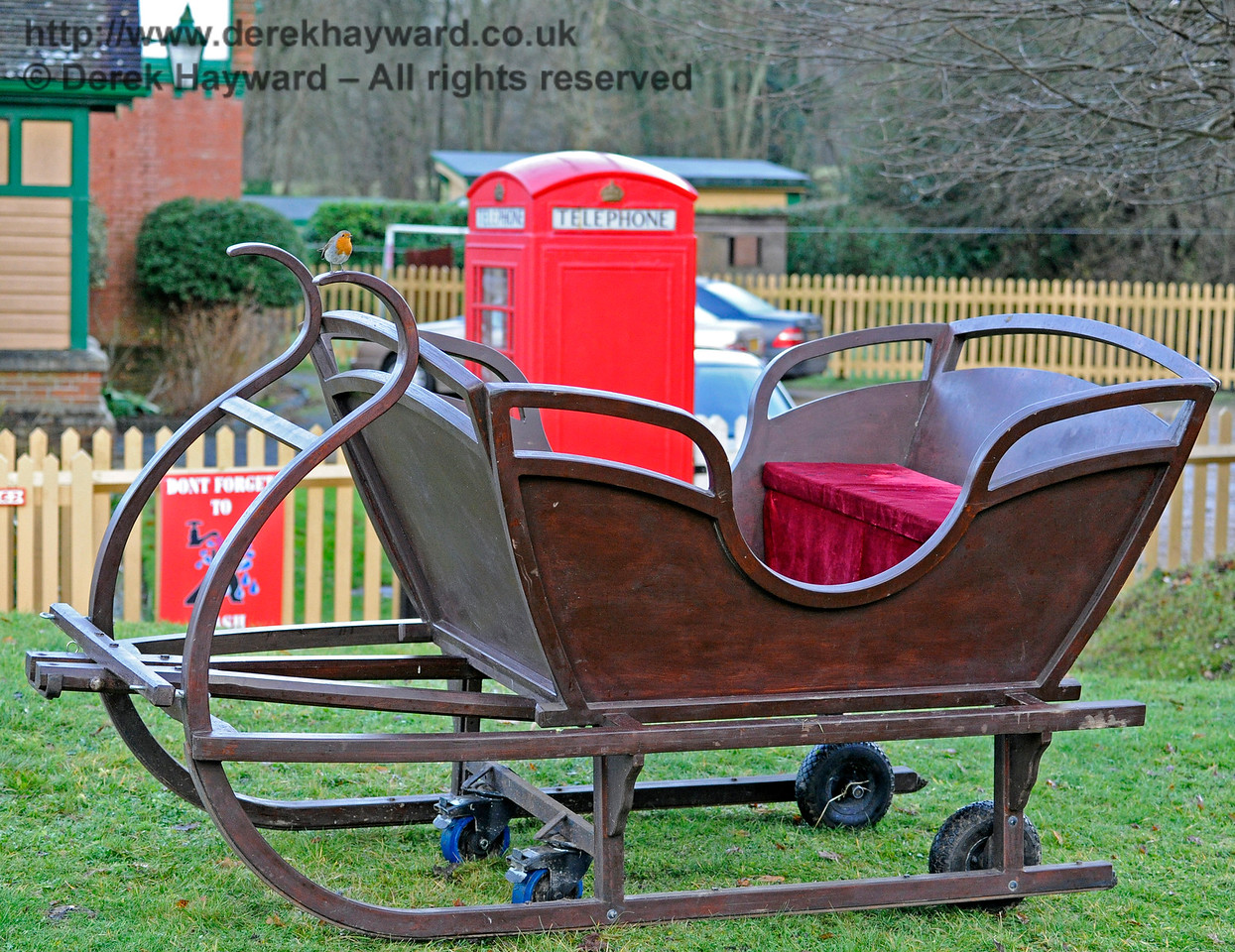 Santa's sleigh (and obligatory robin).  Kingscote 11.12.2016  14650