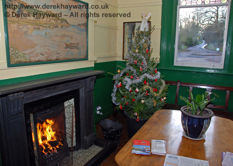The festive waiting room at Kingscote with a nice warm fire. Very useful for drying out soggy lineside photographers. 06.12.2009