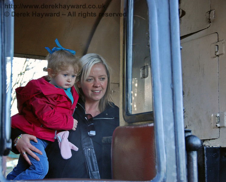 A visit to the footplate of 80151 leaves a very young visitor somewhat bemused... Kingscote 06.12.2009