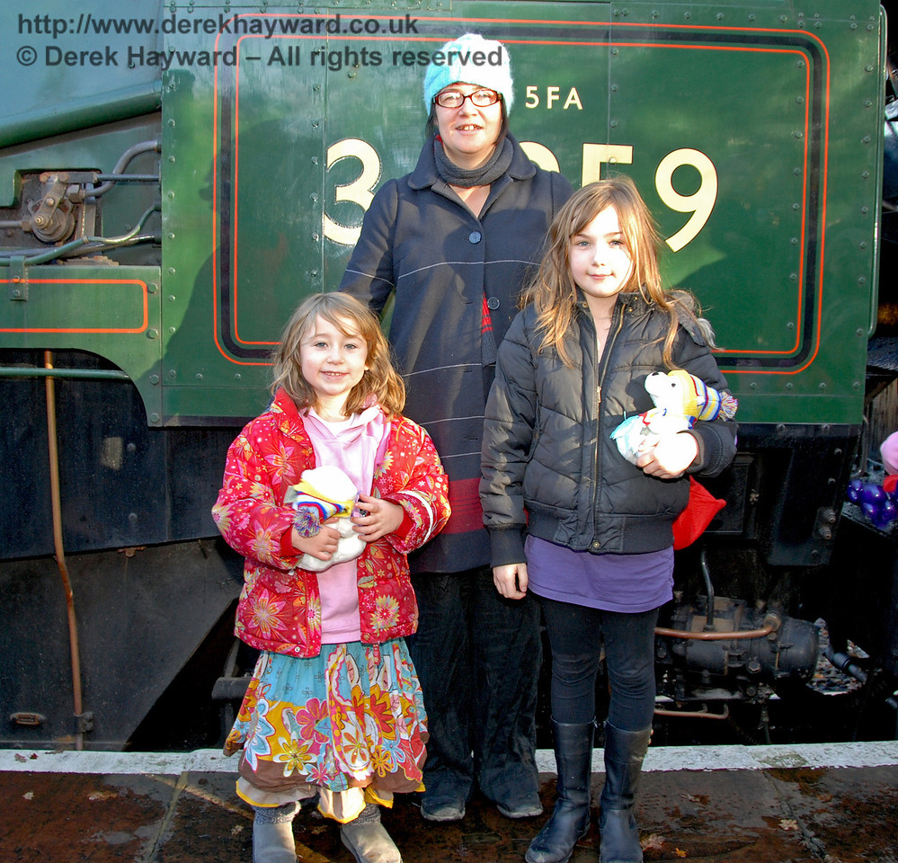 Some lucky visitors had a close look at 34059 Sir Archibald Sinclair. Kingscote 06.12.2009