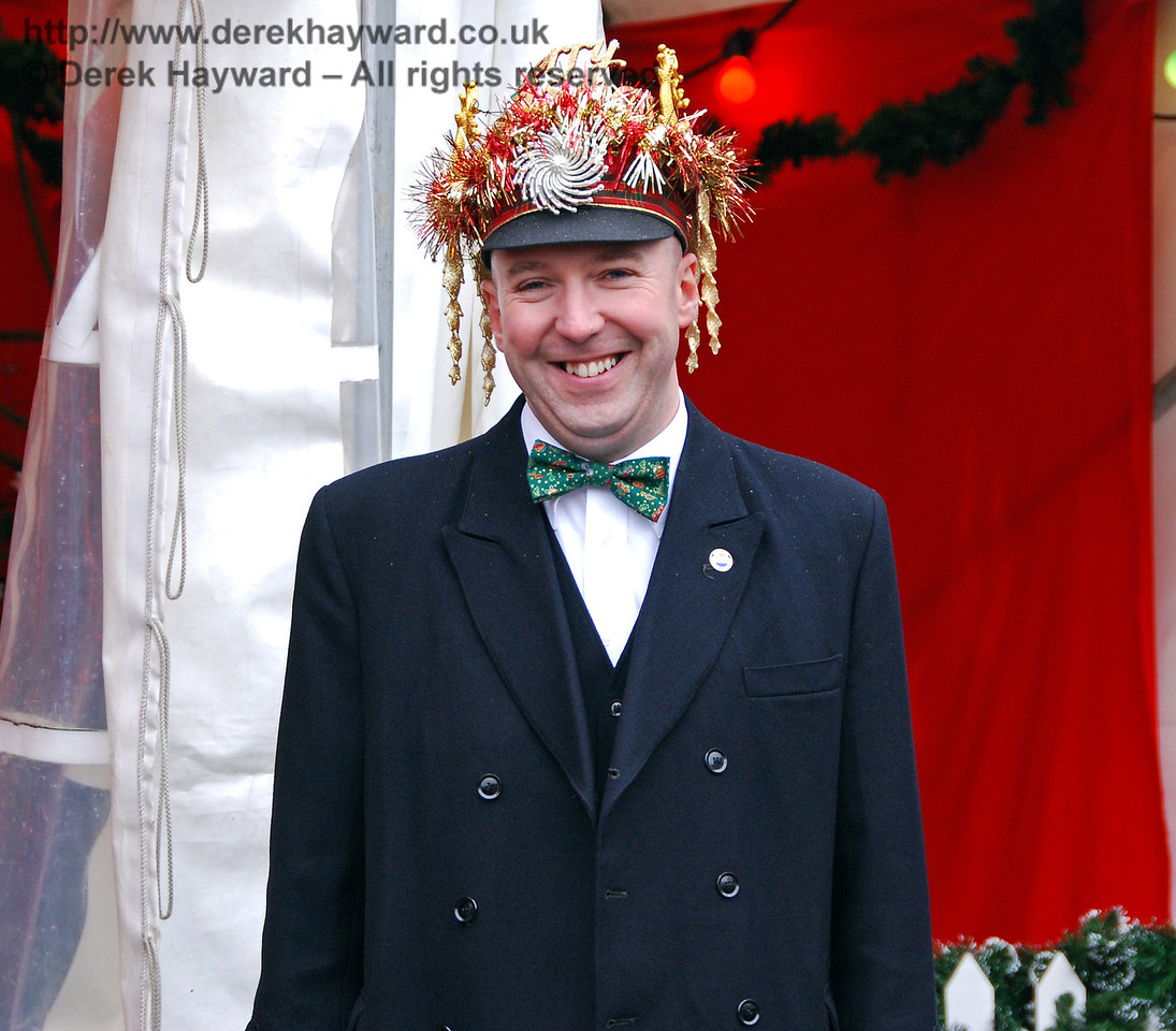 With a hat like that this gentleman must be far more important than a Station Master.... Sheffield Park 05.12.2009