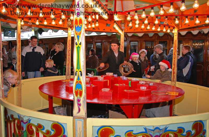 Customers surround the stalls at Horsted Keynes. 20.12.2008